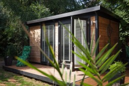 Garden room with blinds