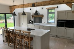 Fitted kitchen with wood decorations