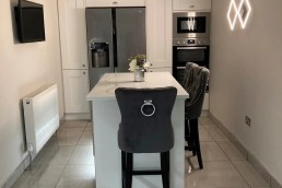 Fitted kitchen with chair 2